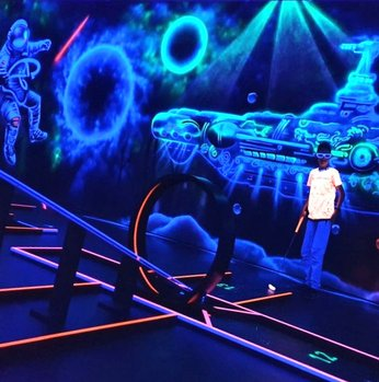 Black Light Planet - 3D Minigolf in Lahr (Schwarzwald)